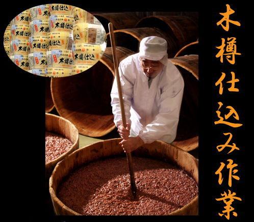 小田島水産の木樽仕込み作業
