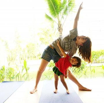 親子で体操の練習