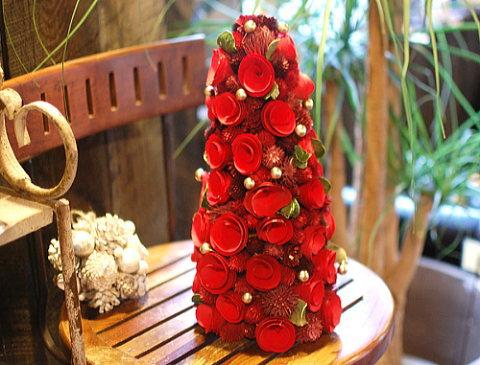 真っ赤な木の実のツリー