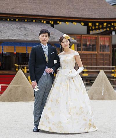 上賀茂神社での結婚式でローブデコルテを着用している新婦