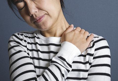 最近、ひどい肩こりに悩まされてます…