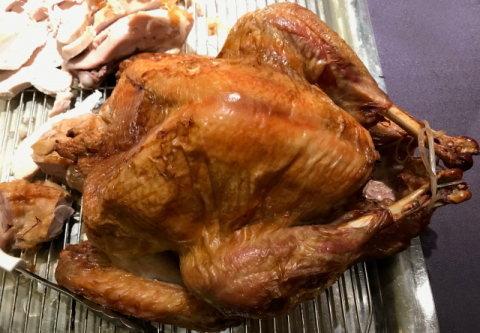 今年のクリスマスはローストチキンではなく、ビッグサイズのローストターキー(七面鳥の丸焼き)にする予定!