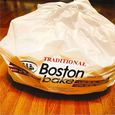 大量のパンの耳が入ってるボストンベイクの袋