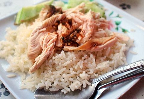 タイの屋台で食べたカオマンガイ