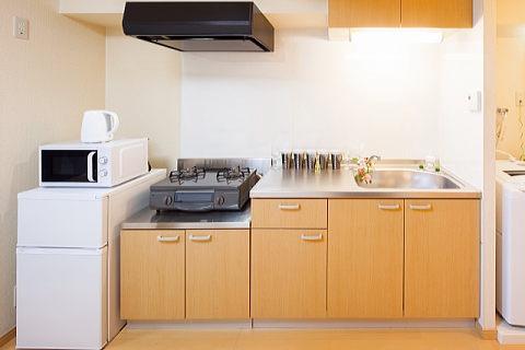 水切りかごを置くと調理スペースがなくなる狭キッチン・・・