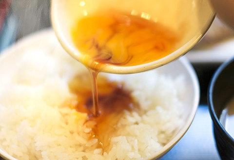 管理人は溶き卵に醤油を混ぜてからご飯にかけます