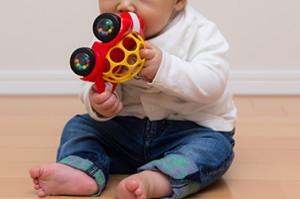 赤ちゃんが簡単につかめる車のオーボール 「オーボール ラトル&ロール」