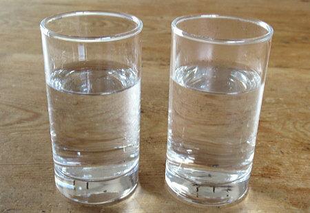 水道水と鉄玉子で煮出した水